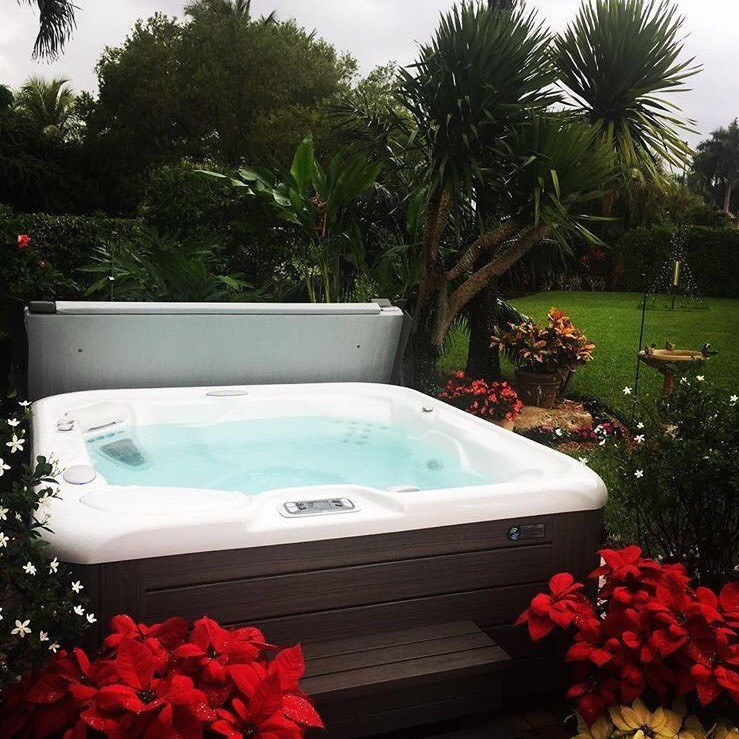 Outdoor Hot Tub Landscaping Ideas to Integrate your Home Spa ...