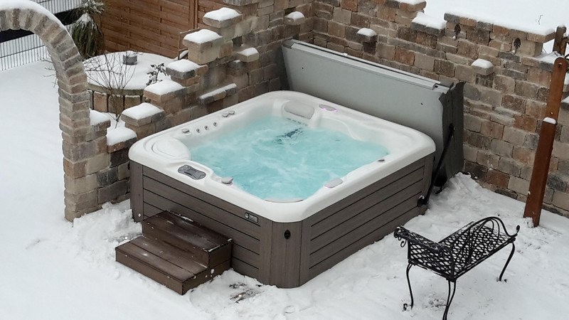 10 Tips for Using your Hot Tub in Winter | Hot Spring Spas